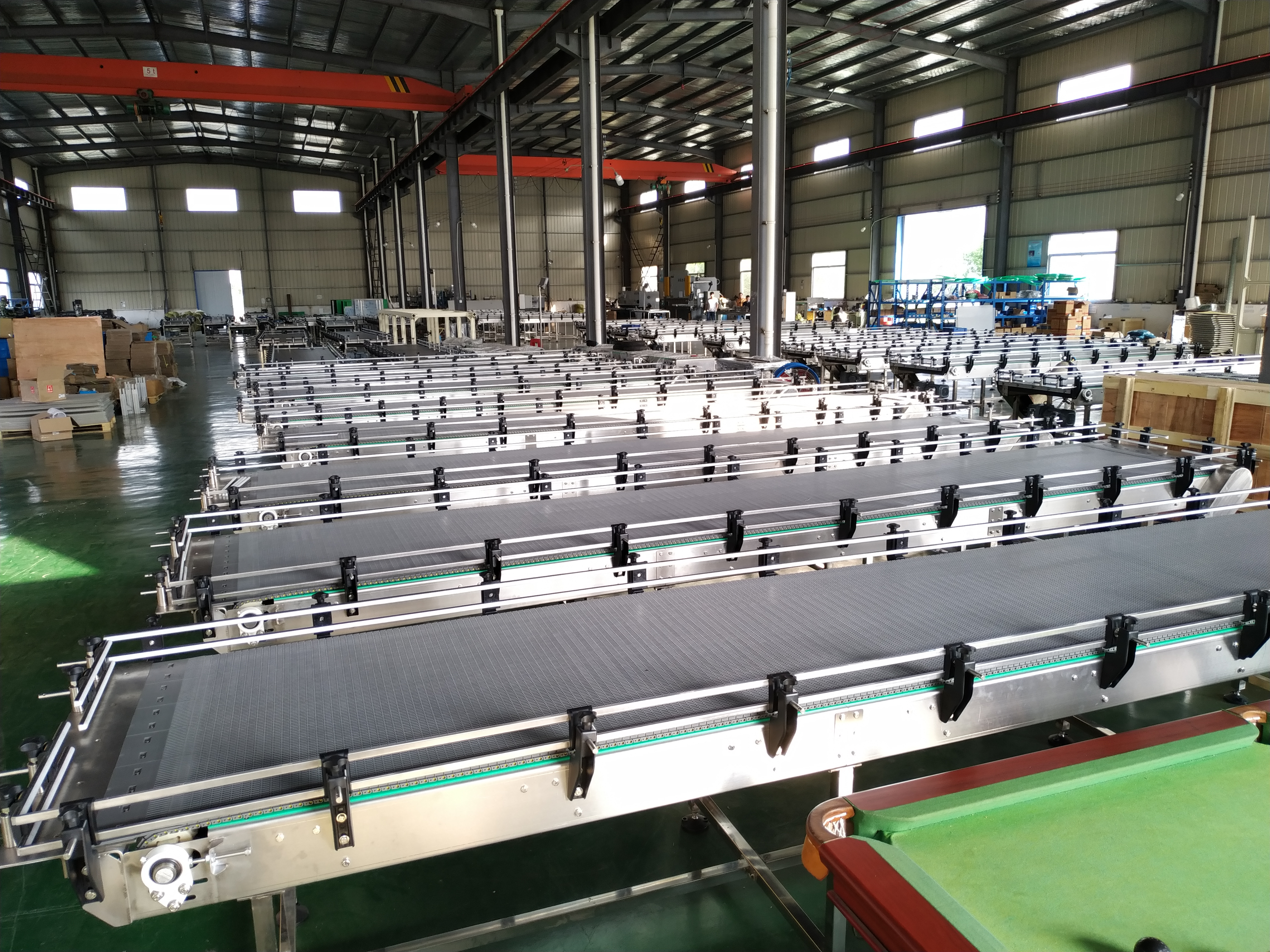 3 Reasons to implement a plastic chain conveyor system